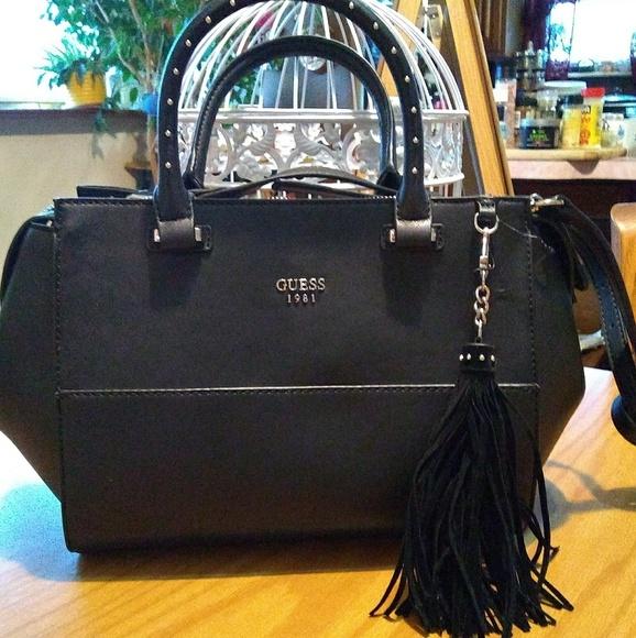 981e90ab61f Guess Bags   Handbag Crossbody Shoulder Bag Black   Poshmark